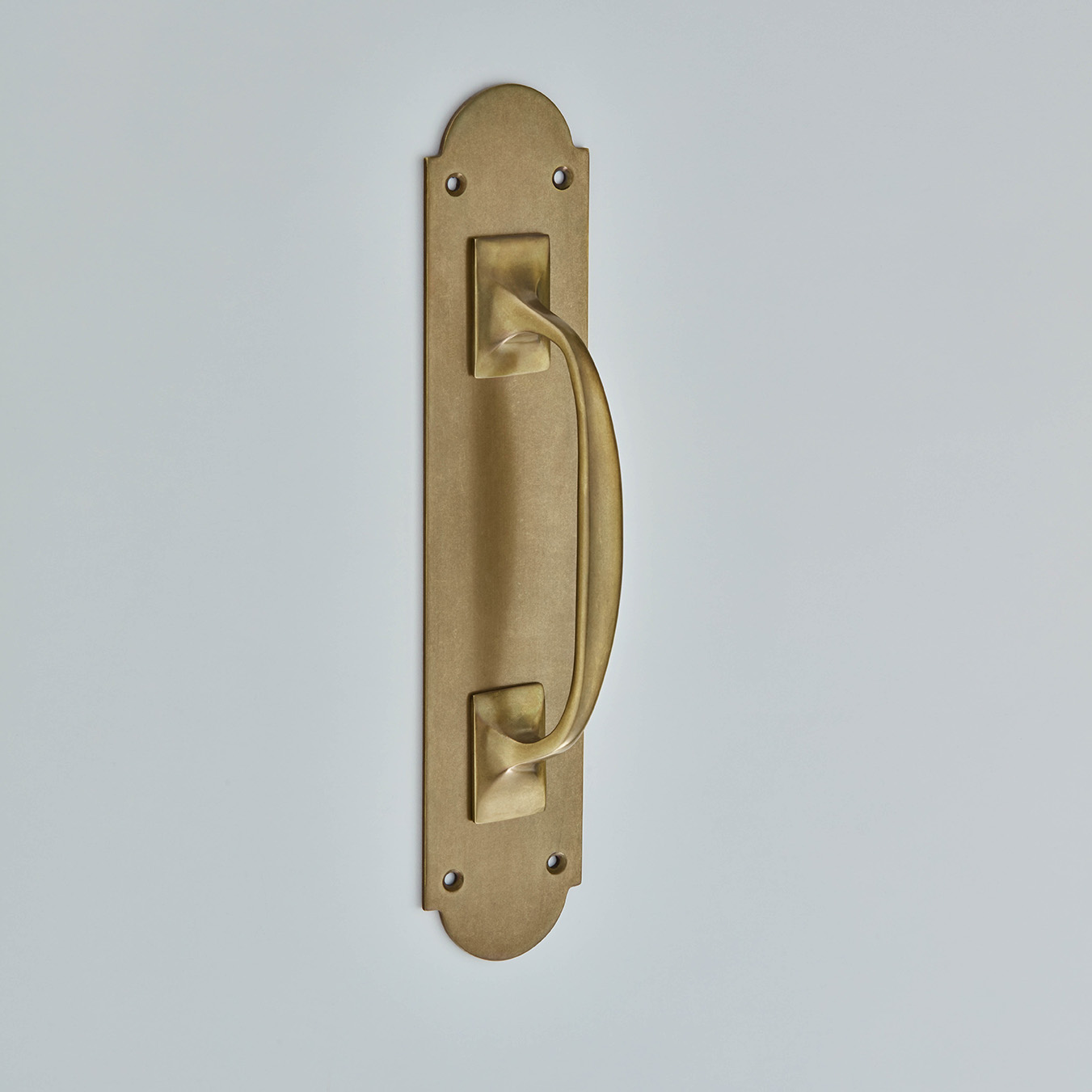 Pull Handle On Shaped Plate