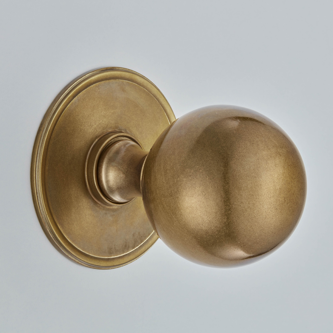 Ball Centre Door Knob On Round Rose