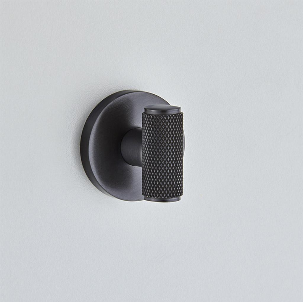 Diamond Silhouette Bathroom Turn & Release on Covered Rose